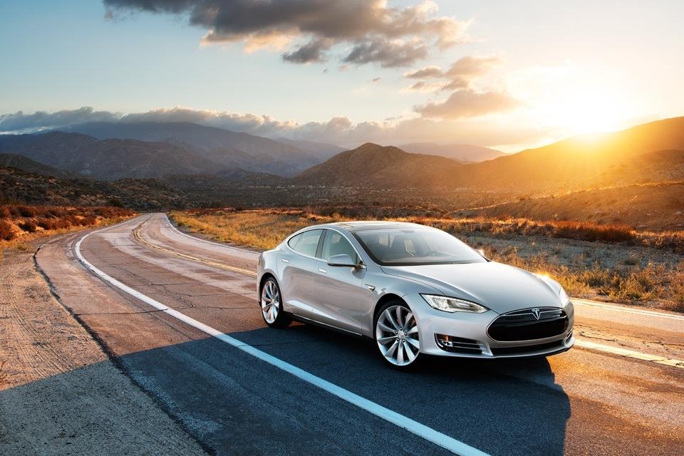 Tesla-Modell-S-in-Silber