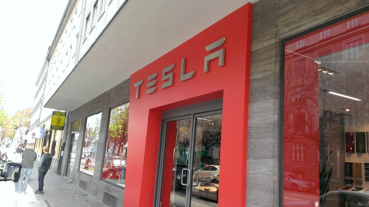 Tesla Store in der Münchner Innenstadt-Energy-Mag