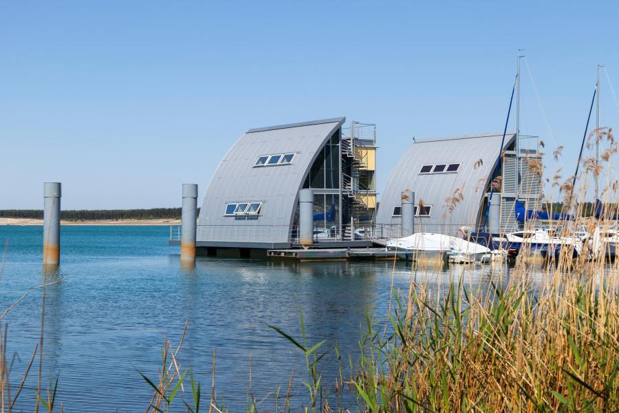Schwimmende-Haeuser-Geierswalder-See-Energy-Mag
